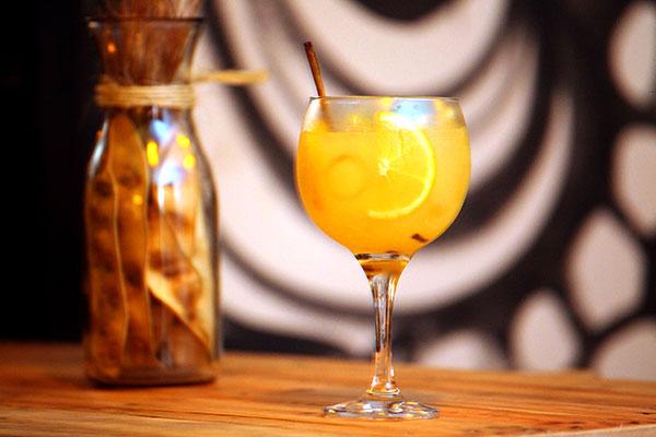 Bebidinhas criativas são o forte do bar comandado por Victor Damasceno