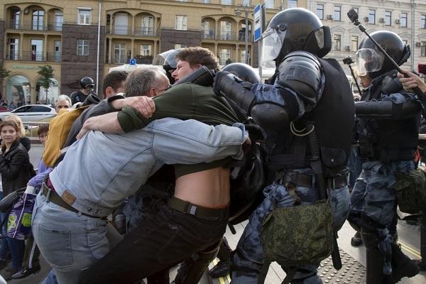 Moscou 600 pessoas presas