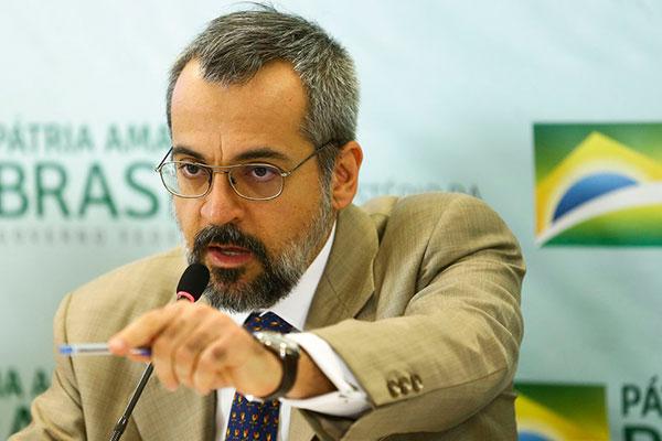 Pasta comandada pelo ministro Abraham Weintraub tem sido uma das mais atingidas pelos contingenciamentos feitos pela União