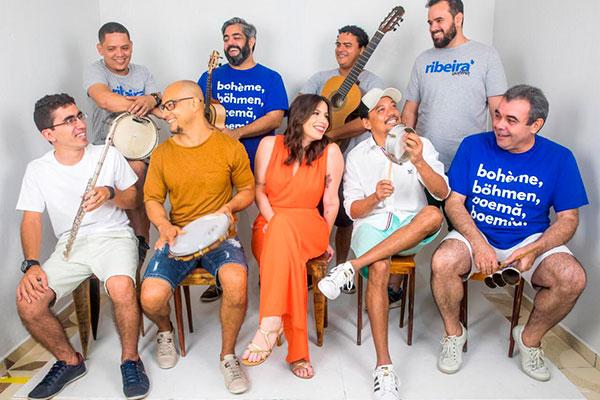 Grupo cultural Ribeira Boêmia puxa a roda de samba em homenagem ao Dia dos Pais