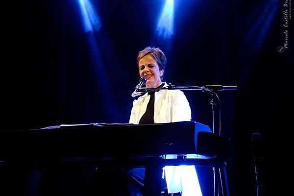 No show, Leila Pinheiro recebe a cantora Valéria Oliveira