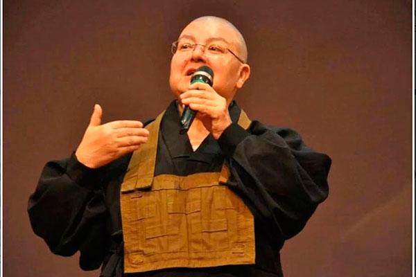Monja Diana Zentchu é pianista e se dedica à vida monástica