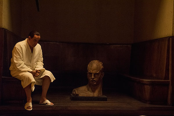 Vida do controverso político Berlusconi é retratada em filme
