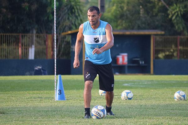 Zagueiro Adalberto lamentou a falta de capricho, mas acredita na recuperação do time alvinegro