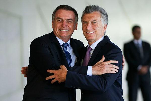 Jair Bolsonaro criticou a vitória de Fernández e Kirchner e saiu em defesa do atual presidente Macri
