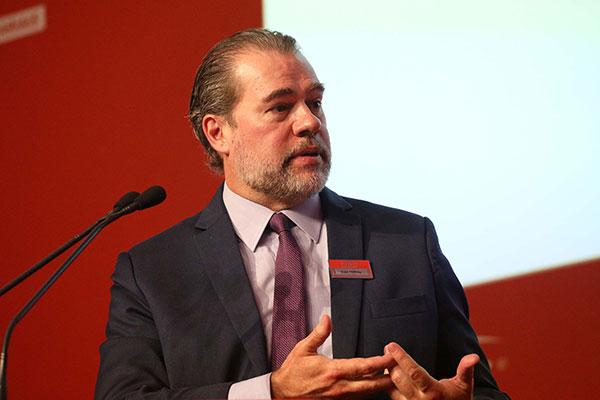 Dias Toffoli critica a tentativa de criação de um fundo de R$ 2,5 bilhões para a Lava Jato