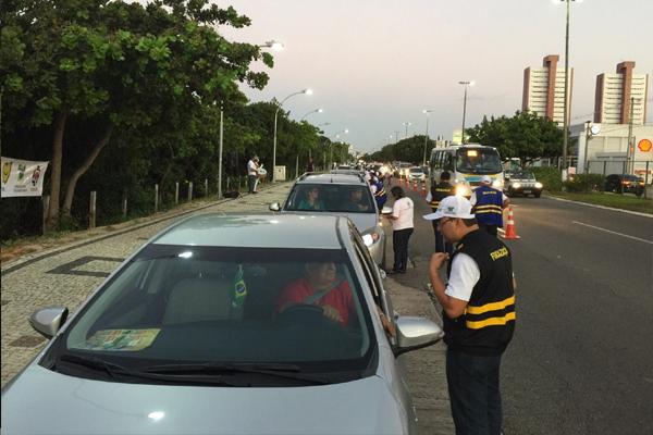 Detran faz simulação de tráfego na Av. Roberto Freire nesta quarta-feira