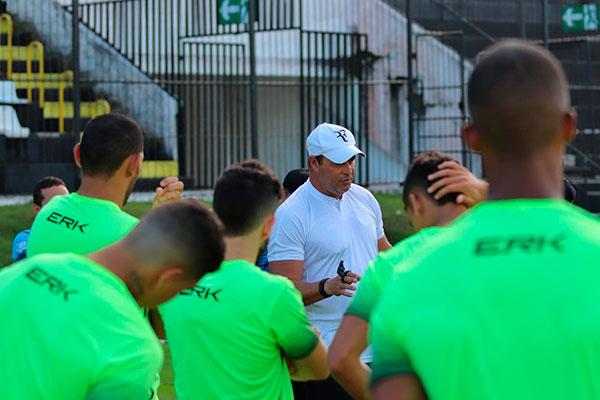 Roberto Fernandes quer manter a concentração dos atletas e a confiança dos torcedores em alta
