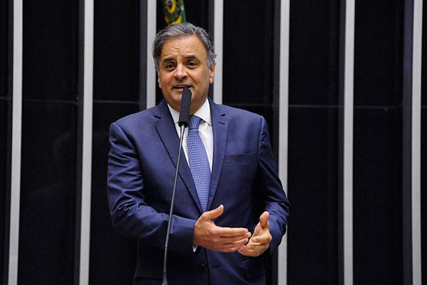 Aécio Neves enfrenta processo interno de expulsão no partido