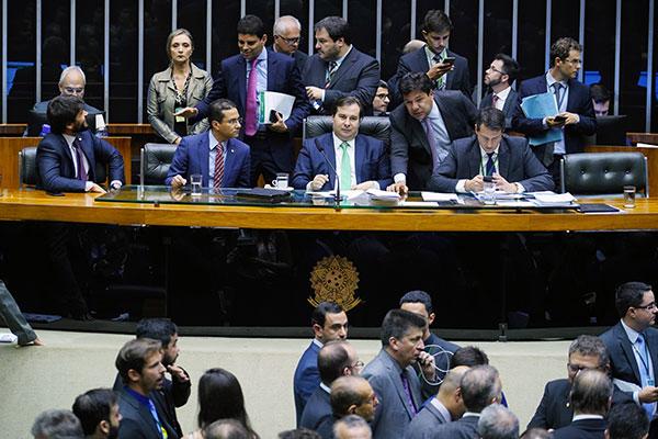 Votação do texto-base entrou pela madrugada da quarta-feira, 13, e ontem os parlamentares analisaram e recusaram os destaques