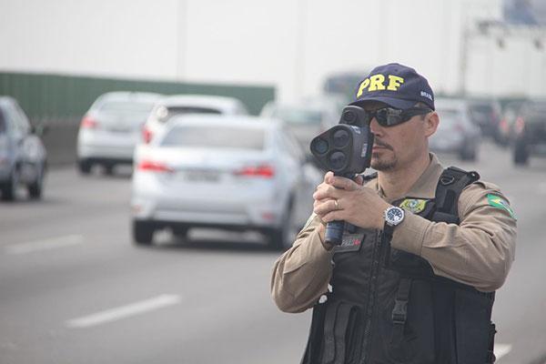 Radares móveis eram utilizados para suprir falta de agentes da PRF em todas as rodovias federais