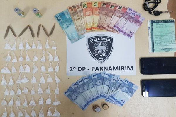 Material apreendido pelos policiais da 2ª DP de Parnamirim: drogas, dinheiro, celulares e documento