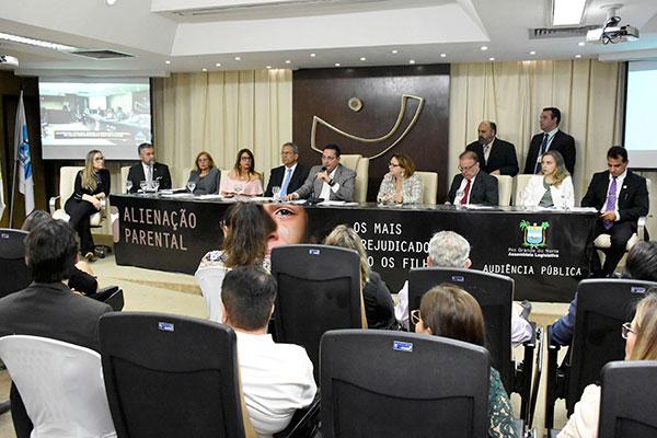 Audiência foi presidida pelo presidente da AL, deputado Ezequiel Ferreira, que porpôs o tema