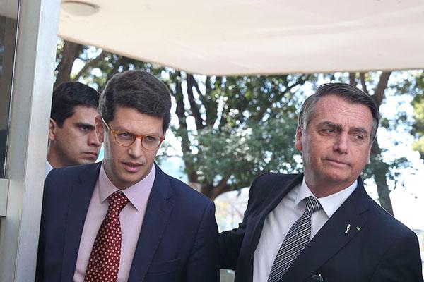 Ricardo Salles, ministro do Meio Ambiente, foi vaiado durante evento em Salvador nesta quarta, 21. Bolsonaro voltou a acusar ONGs