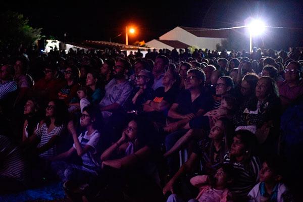Um grande público acompanhou a pré-estreia especial de Bacurau, filme de Kleber Mendonça Filho
