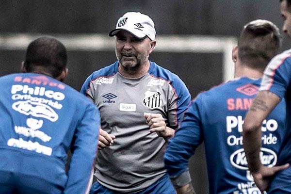 O técnico argentino do Santos, Jorge Sampaoli teve uma semana de muitos treinos e muita conversa com os jogadores da equipe