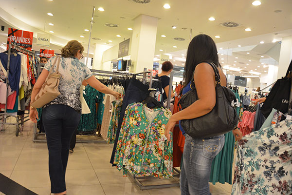 Setor de vestuário, segundo pesquisa do Instituto Brasileiro de Geografia e Estatística (IBGE) acumula queda de 0,4% no 1º semestre