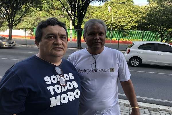 Dois manifestantes