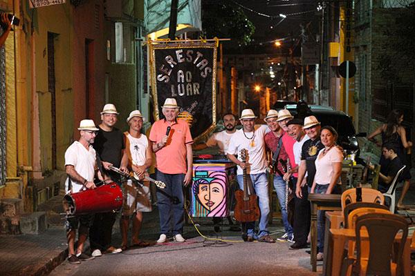 A rua em frente ao Sr Petita Café já está virando ponto de encontro dias antes da serenata, para acompanhar o ensaio da banda, que nesta edição terá Liz Nôga, Fernando Botelho, Carlos Zens, Ricardo Baya e outros músicos convidados