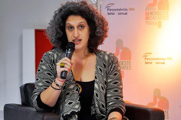 Clarissa Diniz vem ganhando cada vez mais evidência no cenário da curadoria de arte