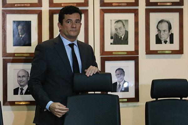 Ministro da Justiça, Sérgio Moro propôs vetos e presidente sinaliza ter acatado algumas sugestões