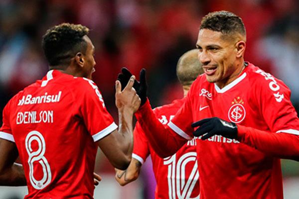 Guerrero e Edenílson fizeram os gols que garantiram o Internacional em mais uma final da Copa