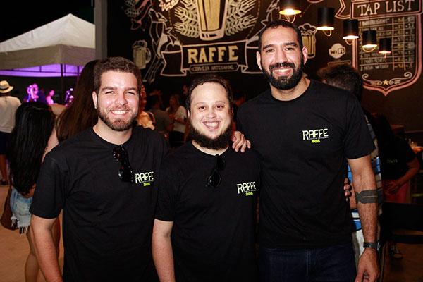 Os mestres cervejeiros Fernando, Adriano e Raul comandam a Raffe