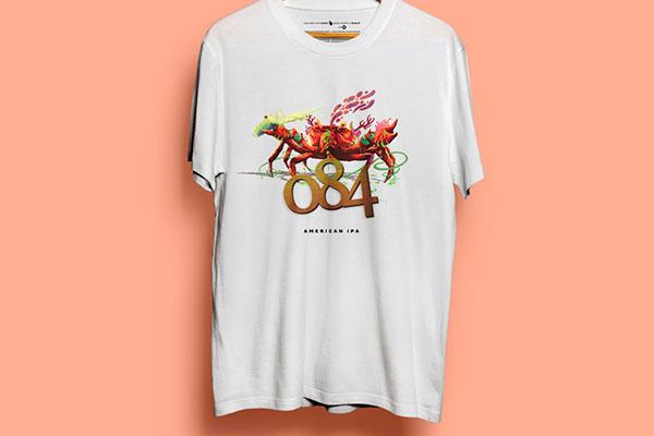 Camiseta 084, inspirada na cerveja, é criação da Sem Etiqueta