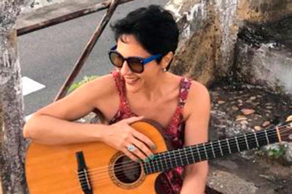 Valéria Oliveira faz referência à cultura afro-brasileira
