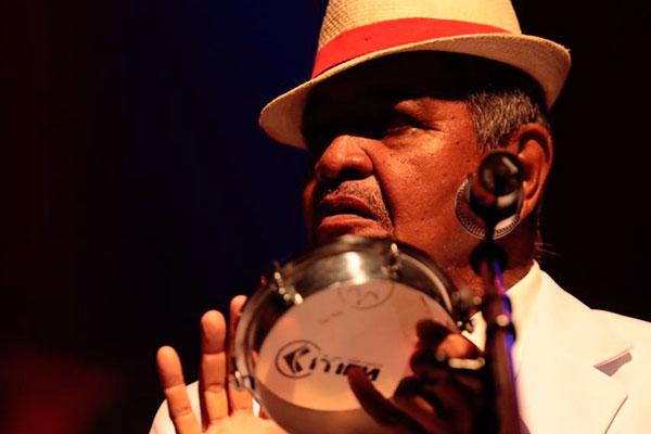 Com dois discos lançados, Zorro interpreta sambas sinceros