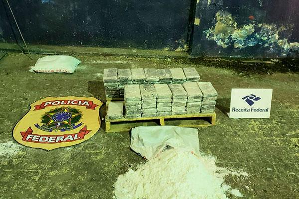 A droga estava escondida dentro de sacos de sal refinado pesando 25 kg cada. A carga de 720 sacos e iria para a Bélgica