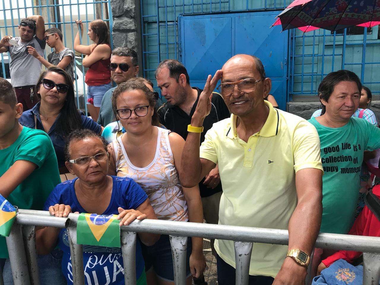 Reservista do Exército, José Simão Mendes, de 72 anos, desfilou em 1966 e 1967. Levou a família mais uma vez para acompanhar desfile