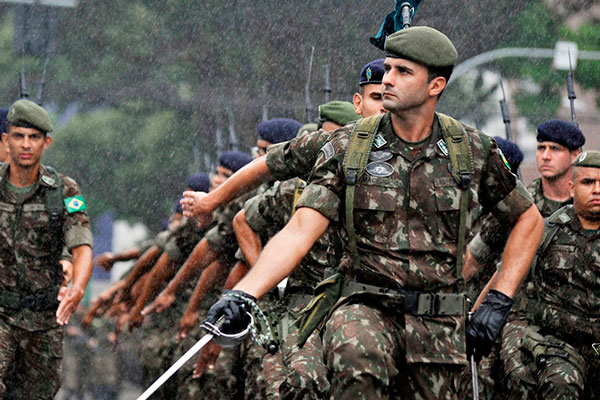 Militares do Exército também participaram de desfile