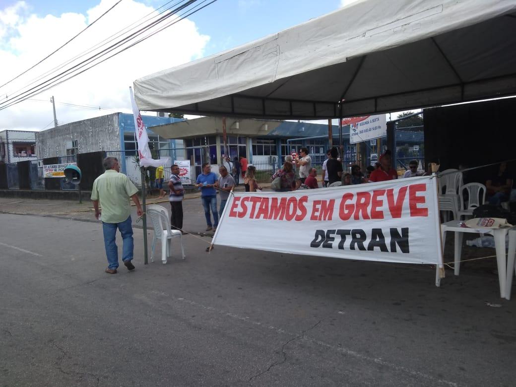 Funcionários do Detran iniciam greve