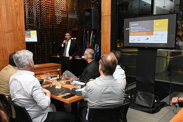 Empresários, estudiosos e representantes de entidades empresariais acompanharam apresentação dos exemplos de Portugal