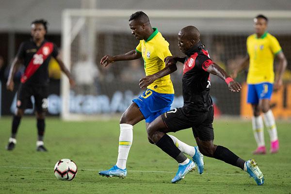 Empolgado com a estreia na seleção principal, Vinicius Junior se mostra radiante e pensa bem alto