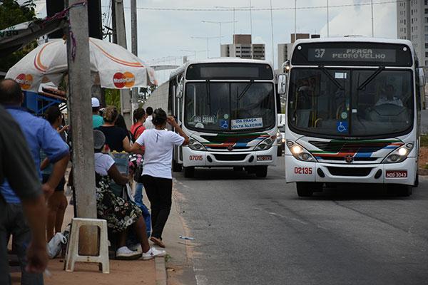 Entre as novas exigências está o intervalo máximo de uma hora entre os ônibus da mesma linha