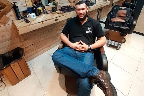 Raniere Waldir, barbeiro, empresário