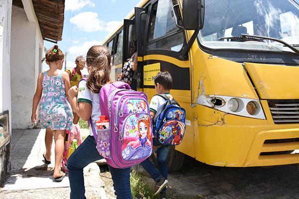 Crise atingiu o transporte dos 704 alunos do ensino básico