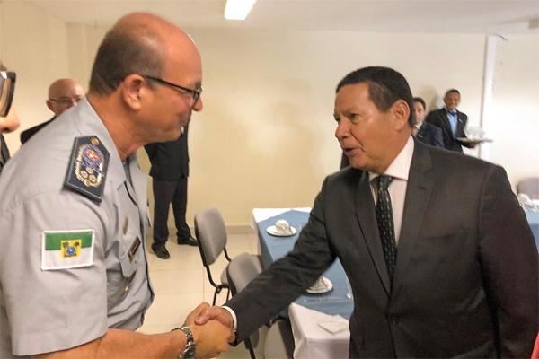Mourão e o comandante-geral da PM, Coronel Alarico