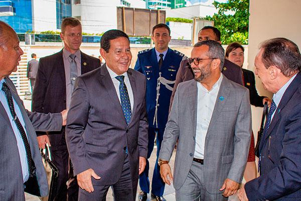 Presidente em exercício foi recebido em visita no Lais, pelo diretor Ricardo Valentim