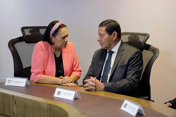Encontro com a governadora foi na Escola de Governo, abrindo agenda do presidente em exercício