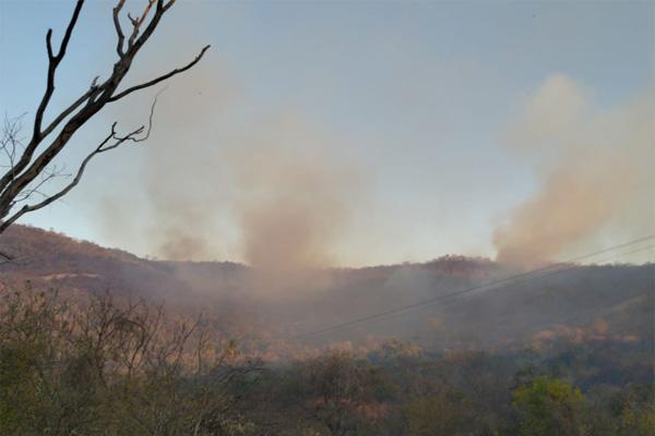 Incêndio nas proximidades da Serra do Lima, em Patu, ainda está sendo combatido