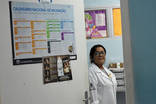 Rosângela Melo, técnica de enfermagem da unidade de saúde das Rocas, afirma que são cerca de 20 doses aplicadas por dia