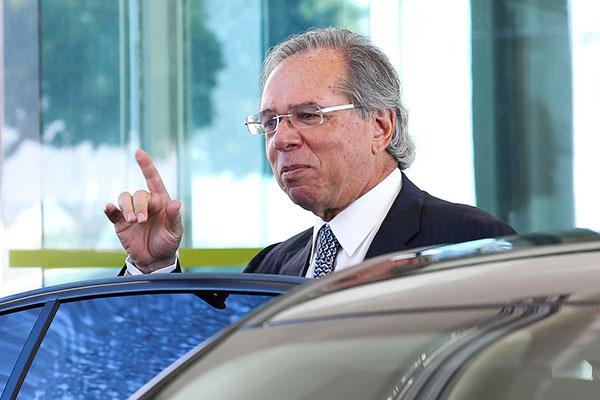 Paulo Guedes se reuniu com o presidente Bolsonaro para debater assunto, mas não deu detalhes