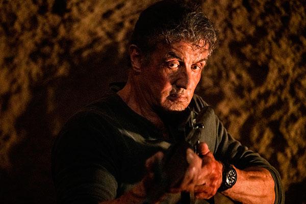 Como o título sugere, Rambo está cada vez mais solitário e perde sua última família