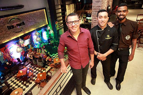 Airton Carvalho, Murilo de Souza e Estefânio Lima: do menu ao bar