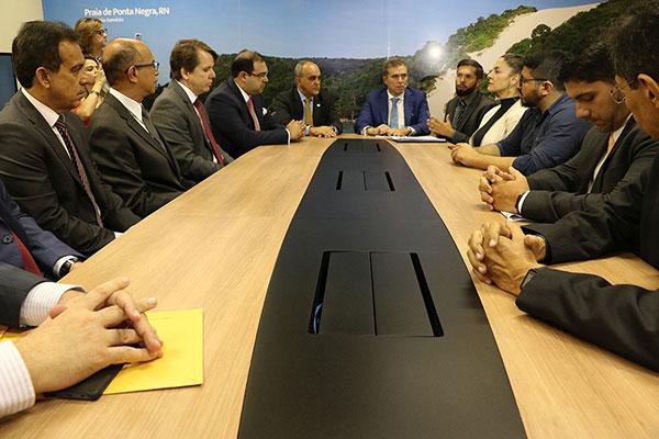 Assinatura de acordo de quitação da dívida, cujo processo tramita desde a década de 1990, ocorreu com presença do ministro do TST