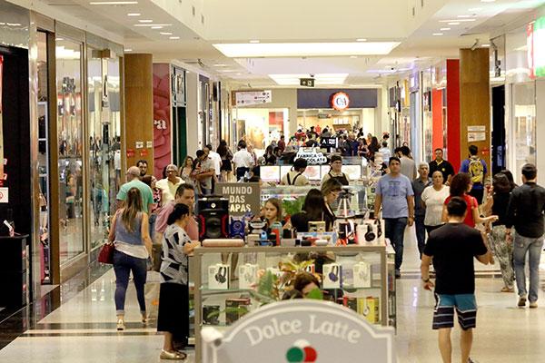 Confederação Nacional do Comércio estima que 5,4 mil novas lojas serão abertas até dezembro