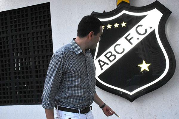 Objetivo da empresa contratada para alterar o modelo de gestão no Alvinegro é levar os torcedores a participar do dia a dia do clube